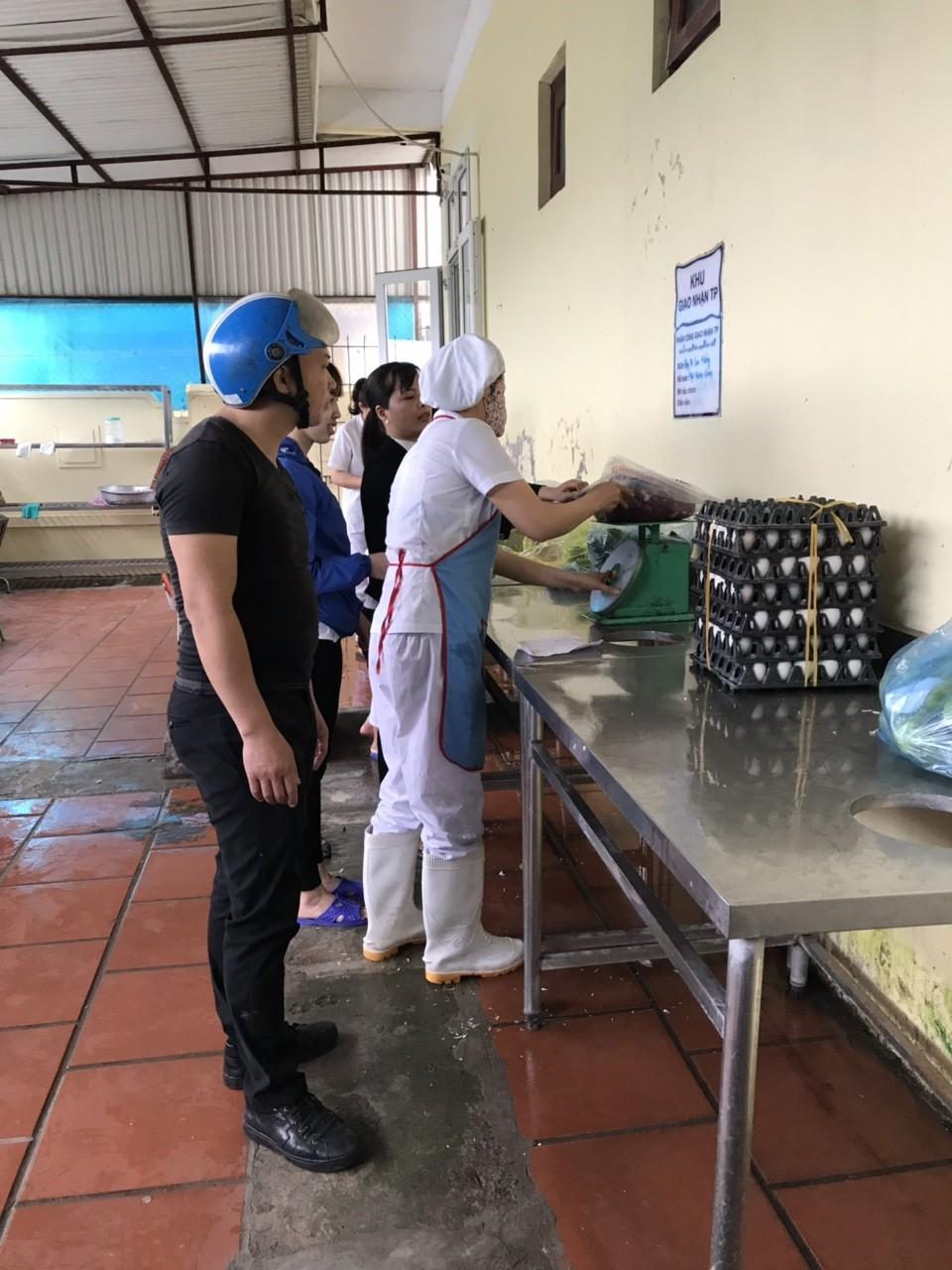 Bữa ăn tại Mầm non Đồng Dương
